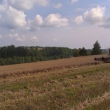 Agro druzstvo Rozstani - kombjan pri mlaceni z kopce