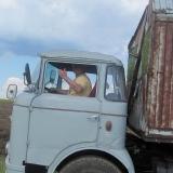 Agro druzstvo Rozstani - spokojenost zamestnance pri rizeni vozidla